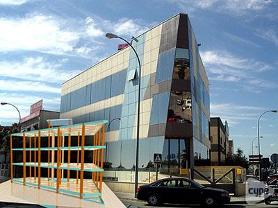 Edificio de oficinas, locales comerciales y cocheras, situado en el Polígono Industrial del Granadal (Córdoba)