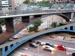 Pasarela peatonal sobre la N-320 de acceso a centro comercial (Alicante)